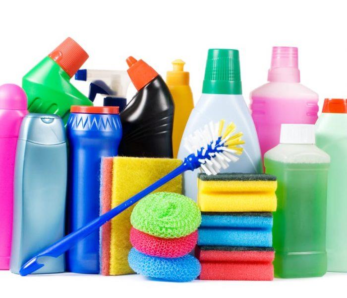 Dicas para economizar nos produtos de limpeza da casa