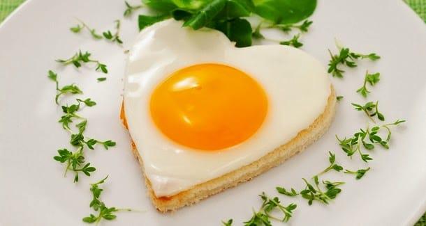 O que fazer para o óleo não estourar ao fritar ovos 1