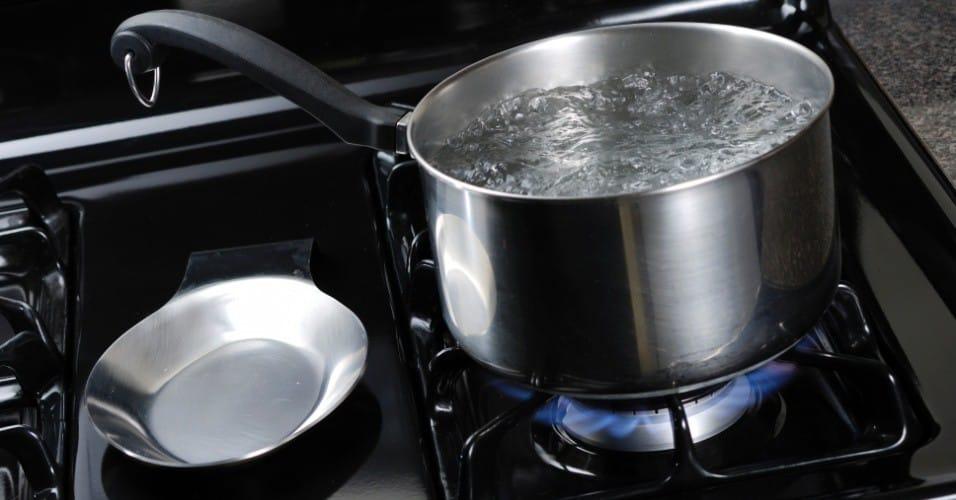 O que fazer para a panela não escurecer na hora de cozer os alimentos 1