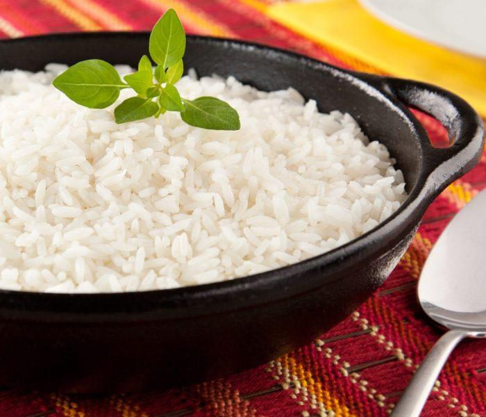 Como tirar o gosto do arroz queimado