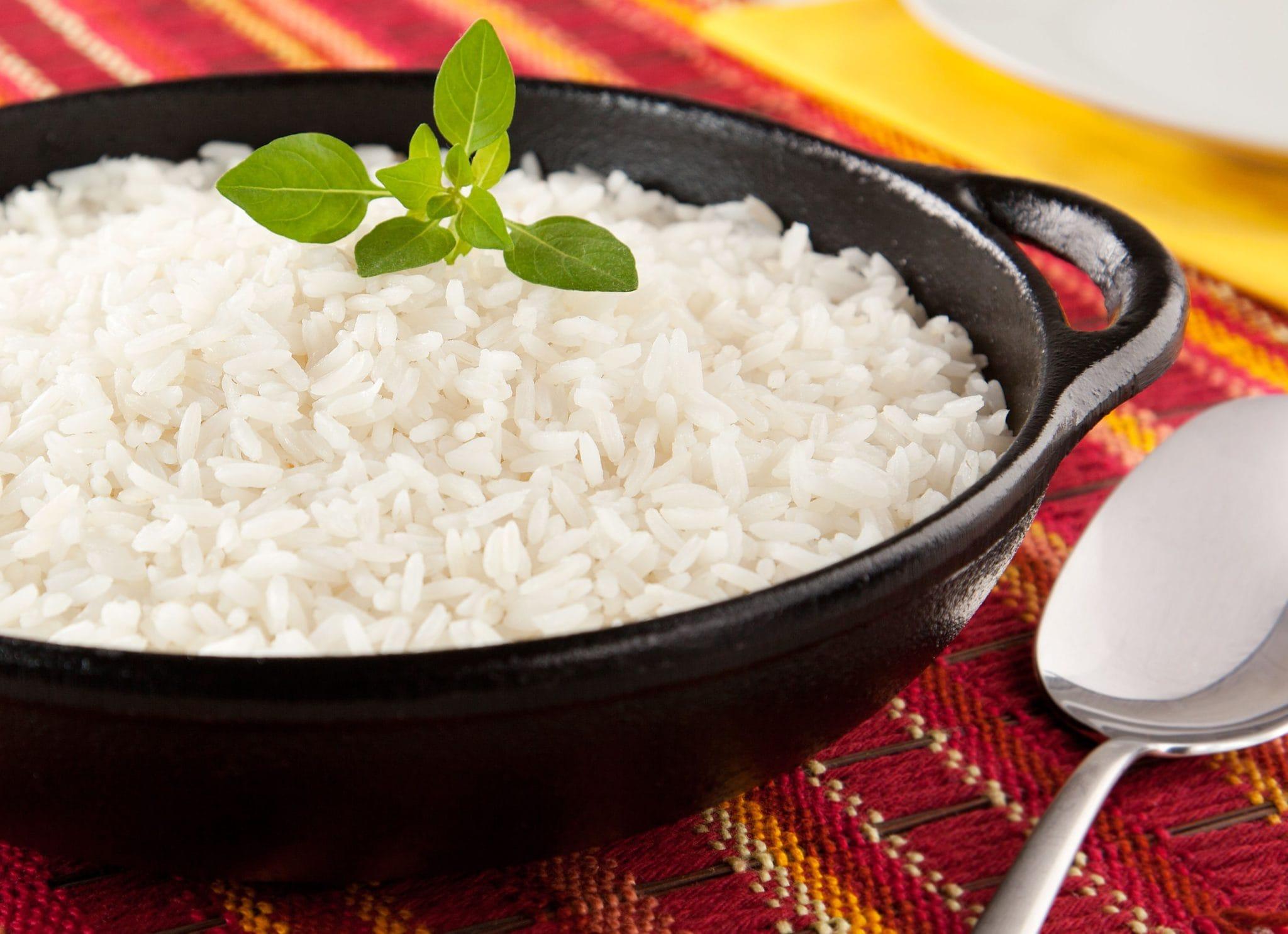 Como tirar o gosto do arroz queimado 1