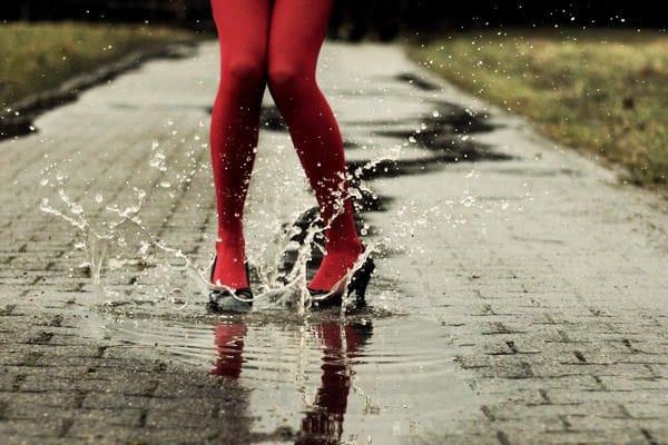 Como secar os sapatos molhados da chuva
