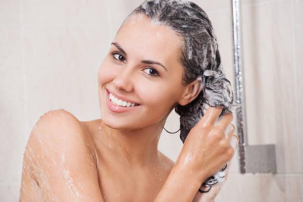 Devo lavar os cabelos todos os dias ? 1