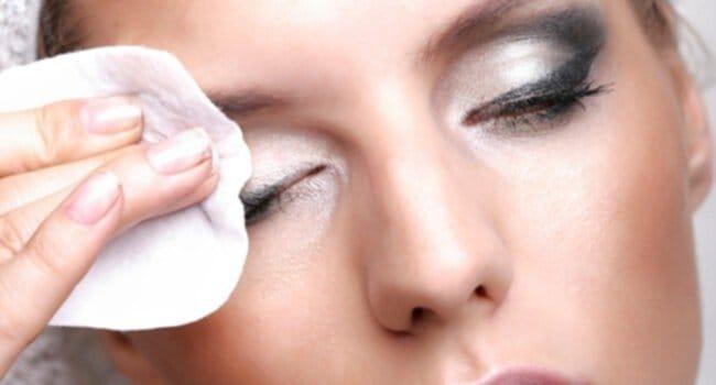 Como Remover a Maquilhagem