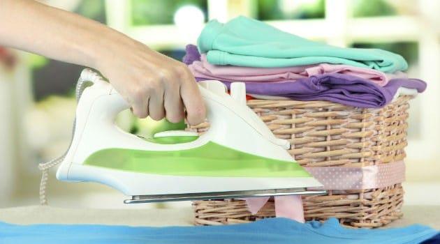 Como utilizar alguns produtos para passar roupa mais fácil 1