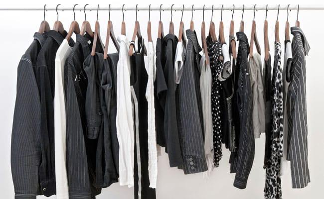 Como manter a cor nas roupas pretas