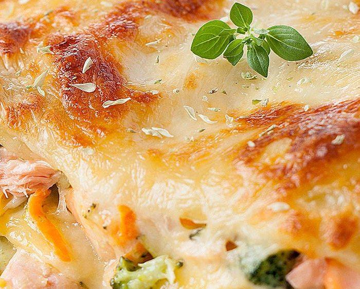 Lasanha de brócolos e salmão