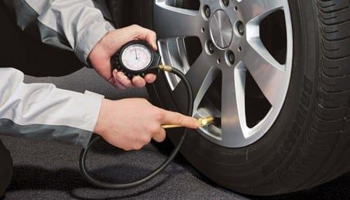Qual a pressão correta dos pneus