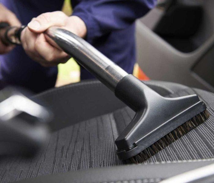 Como limpar os estofos do carro