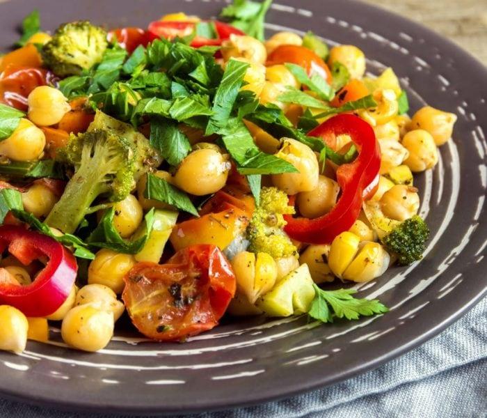 Salada de grão de bico mediterrânea