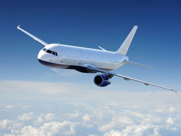 13 artigos essenciais para longas viagens de avião