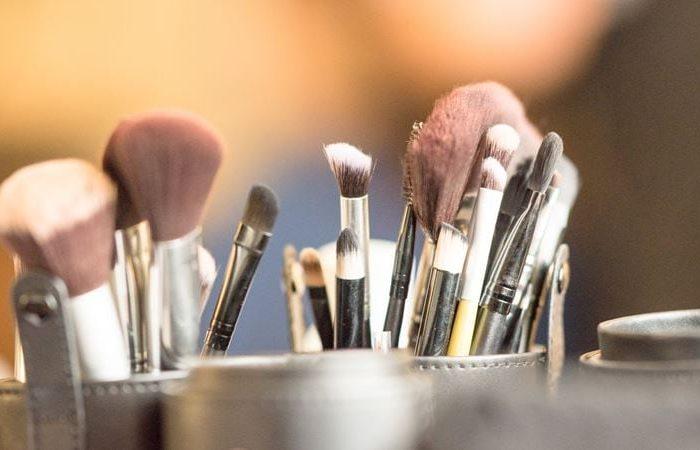 Como limpar o pincel de maquilhagem