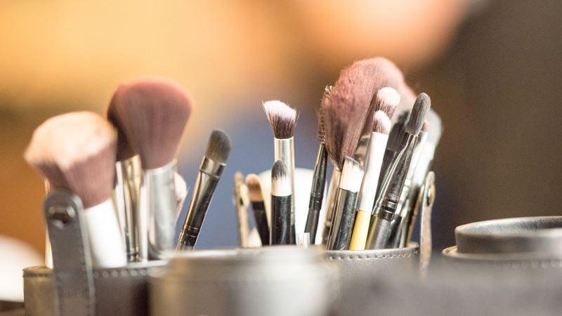 Como limpar o pincel de maquilhagem 1