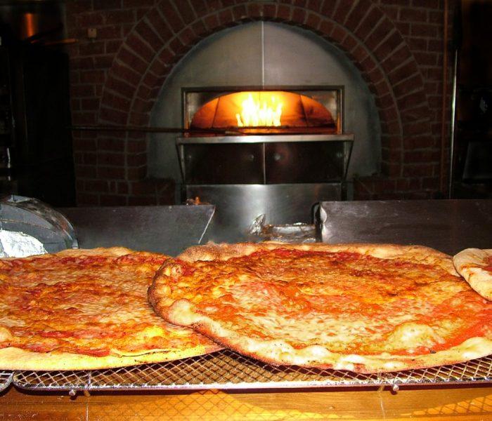 Pizza com creme fraiche e salmão fumado