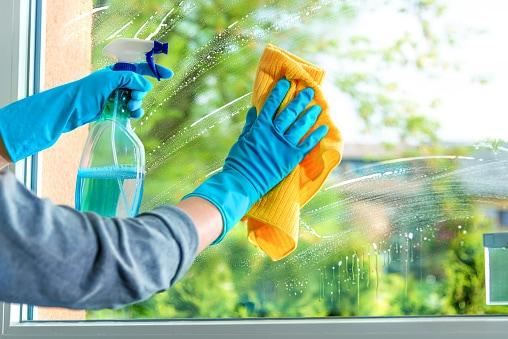 Ainda limpa os vidros de sua casa com jornal? 1