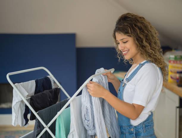 Saiba porque não deve secar a roupa dentro de casa 1