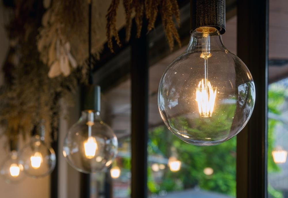 Como montar um candeeiro elétrico de teto? 1