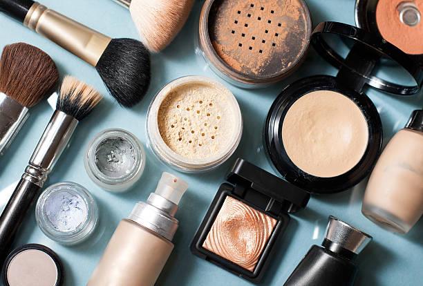 Qual a ordem correta para aplicar a produtos maquiagem? 2